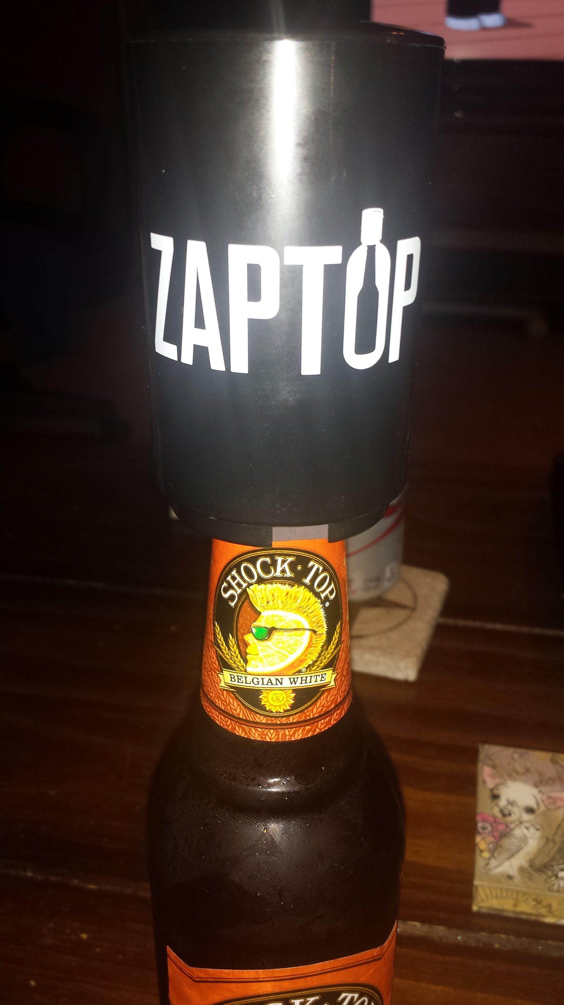 outside of the box zaptop beer bottle opener with magnetic cap catcher review tosha 39 s. Black Bedroom Furniture Sets. Home Design Ideas